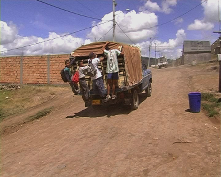 camion man and woman, displaced documnetary, documental desplazados